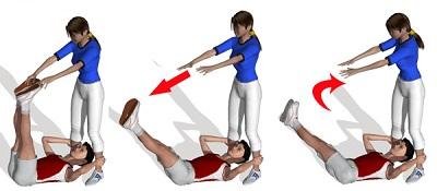 exercices abdominaux de torsion de bassin incilné