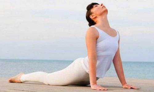 Perdre du ventre avec le Bhujangasana ou posture du Cobra