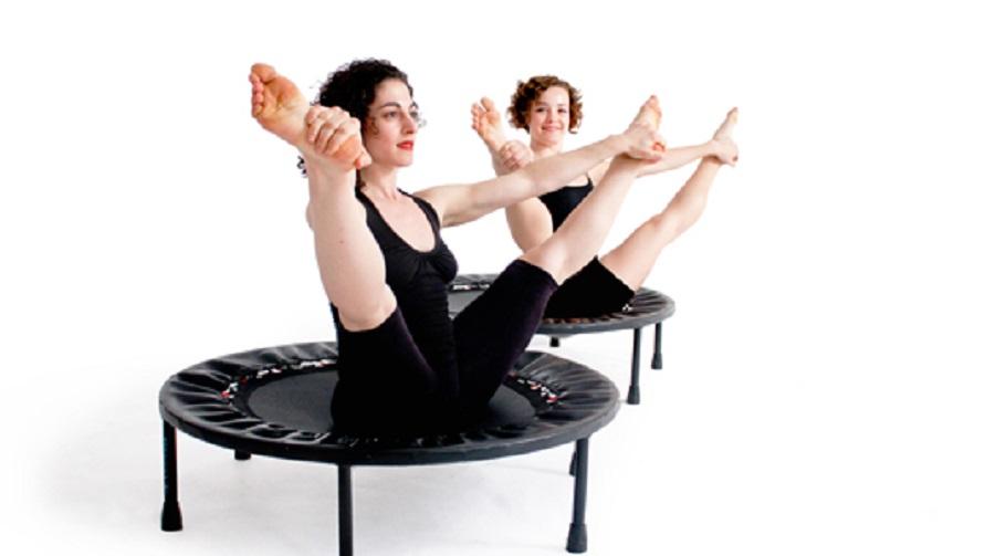 exercices abdos avec Mini trampoline